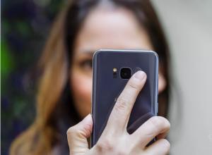 Galaxy S8 owners buy a Gear VR or Google Daydream