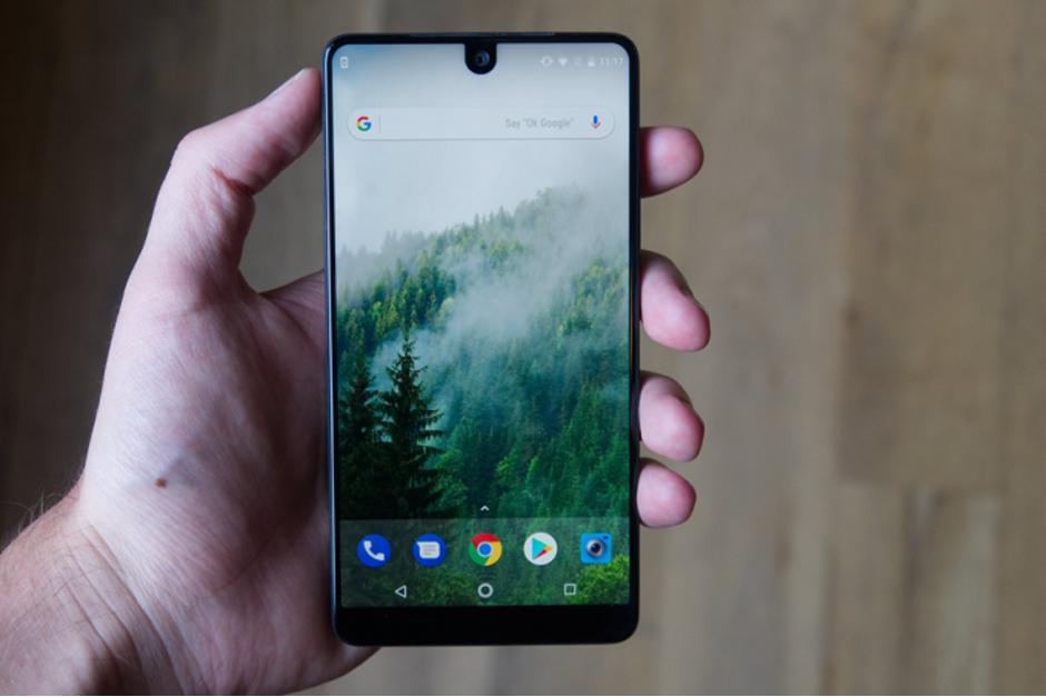 Photo of هاتف Essential قد يحصل على Android Q في العام القادم