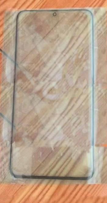 Photo of تسريبات مصورة لشاشة حماية هاتف Galaxy S11 تكشف عن تصميم نحيف للإطارات