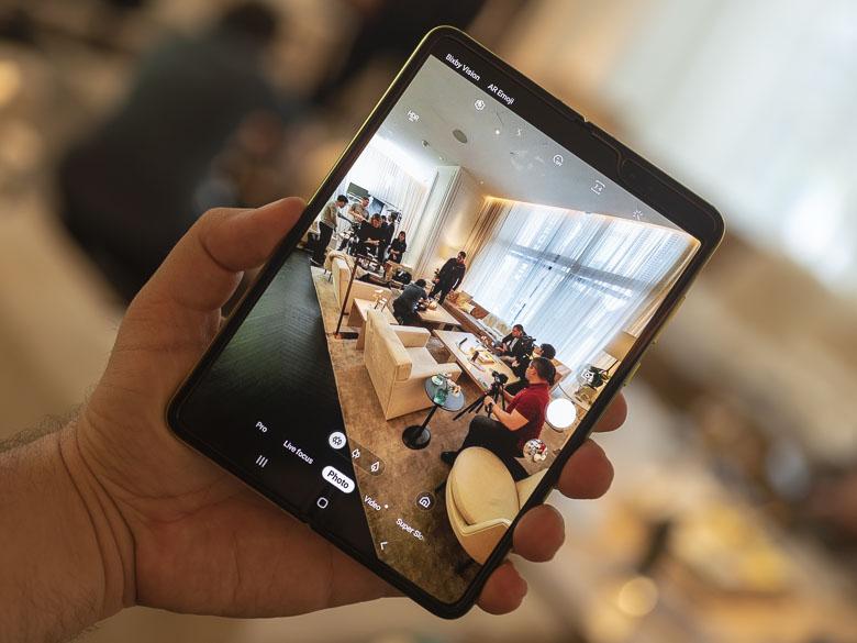 Photo of سامسونج تخطط للإعلان عن إصداراها الثاني من الهواتف القابلة للطي قبل إطلاق Mate X