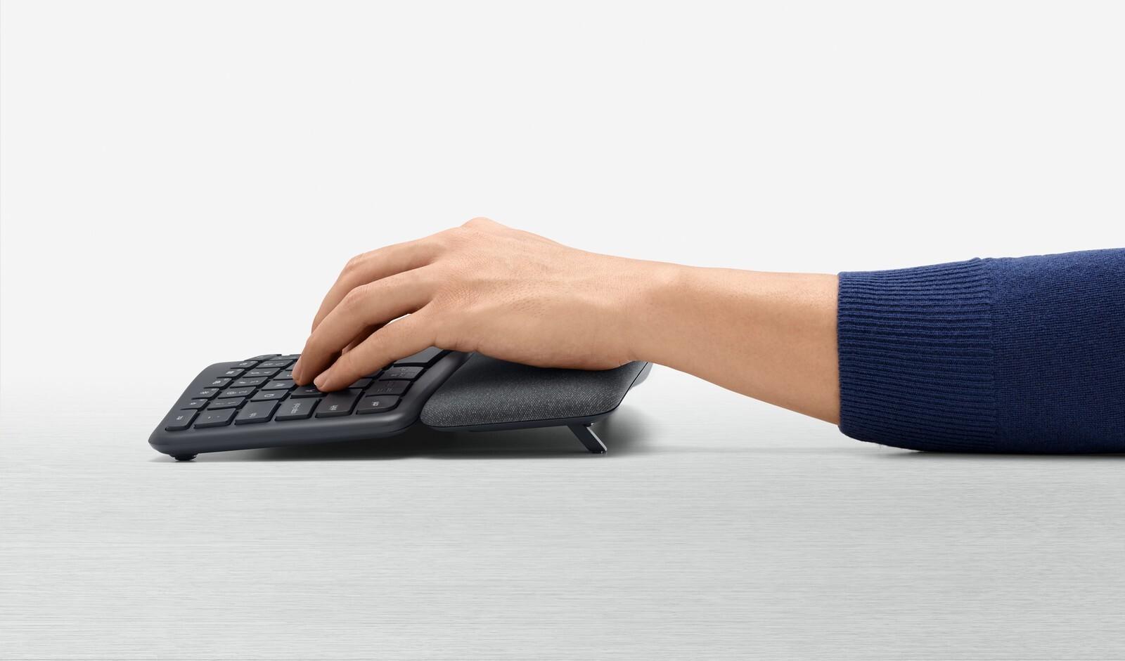 صورة Logitech تكشف عن لوحة مفاتيح K860 بتصميم مقسم لتجربة أفضل في الكتابة