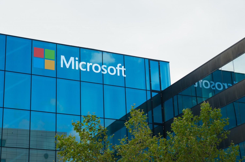 Photo of مايكروسوفت تخطط لدمج لينكد إن مع خدمة البريد الالكتروني أوت لوك