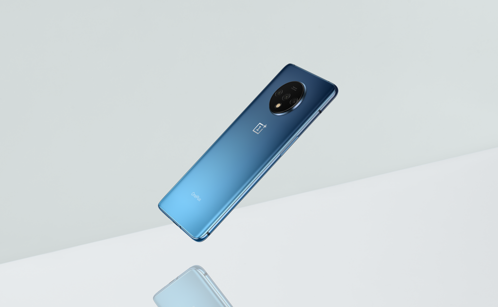 Photo of أول الصور الرسمية لهاتف OnePlus 7T بتصميم زجاجي وكاميرة ثلاثية