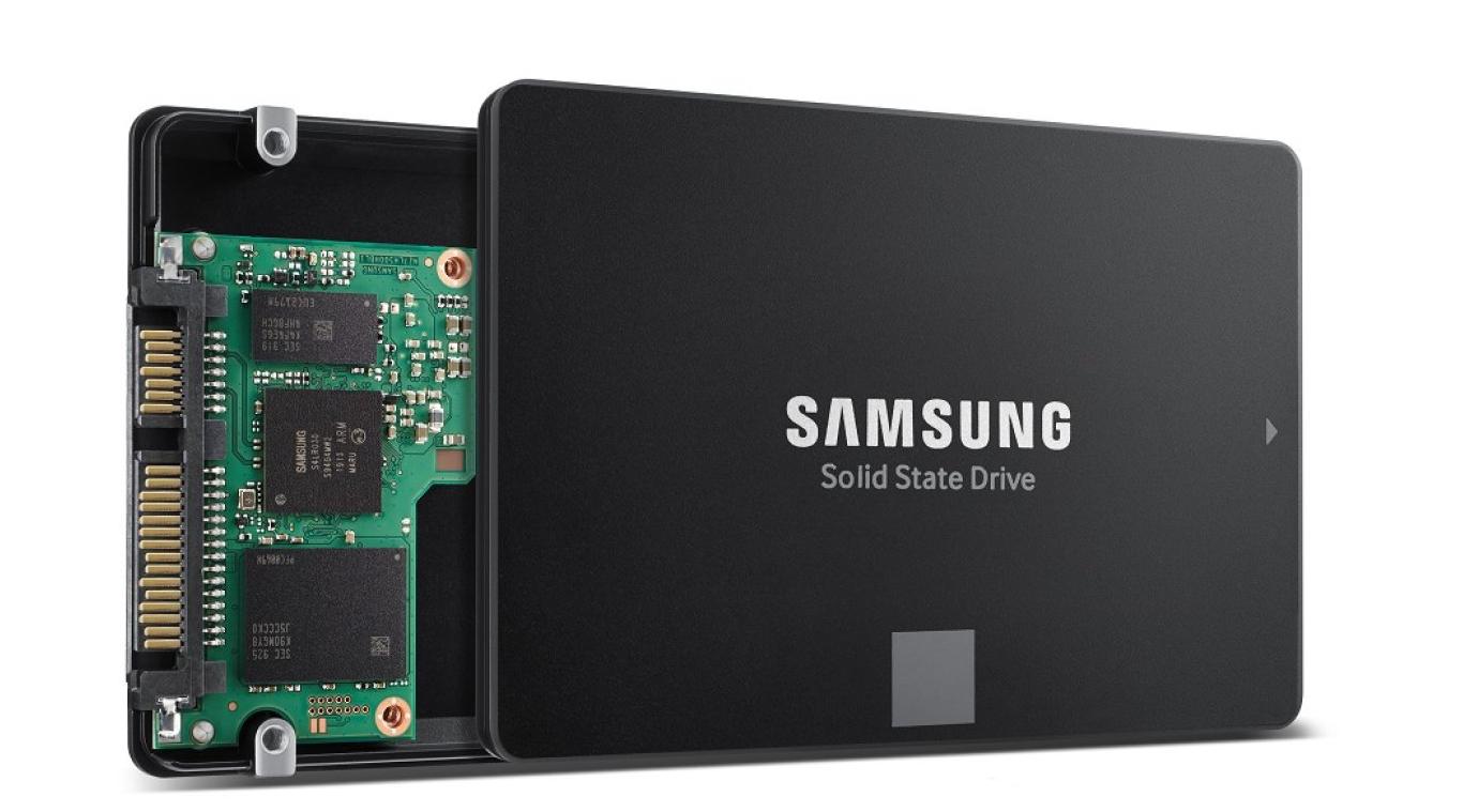 Photo of سامسونج تبدأ الإنتاج الضخم لذاكرة SSD الجديدة والمميزة ب 100 طبقة من خلايا NAND