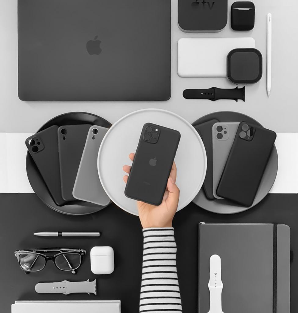صورة اختيارنا لأفضل الإكسسوارات والأغطية المتوفرة الآن لهاتف آيفون 11 الجديد