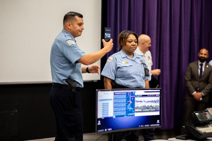 Photo of شرطة شيكاغو ستختبر منصة سامسونج DEX على متن سياراتها