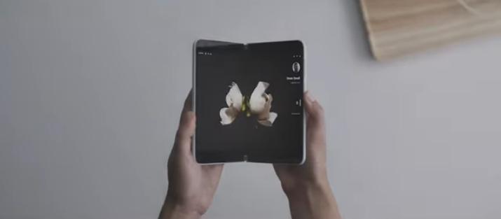 Photo of مايكروسوفت تعود لعالم الهواتف الذكية مع Surface Duo بشاشة مزدوجة ونظام أندرويد