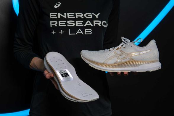 Photo of CES 2020: شركة Asics تستعرض أول نموذج لحذاء ذكي تحت علامتها التجارية