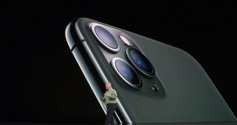 Photo of هاتف iPhone 11 Pro يعمل على جمع بيانات الموقع حتى مع إغلاق الميزة