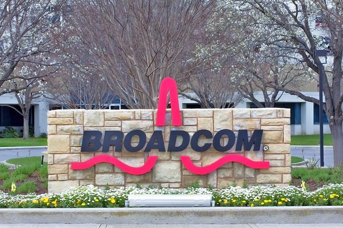 صورة آبل تشتري مكونات اتصالات آيفون من Broadcom بقيمة 15 مليار دولار